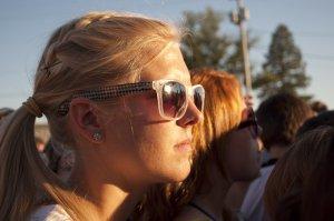 Sunglasses were a popular accessory in the bright sunlight