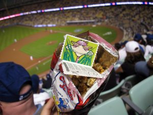 Cracker Jack toy: photo by AlBakker