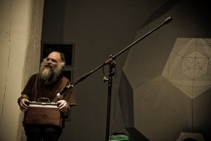 Daniel Higgs performing at the Bemis: photo by Jaime OBradovich