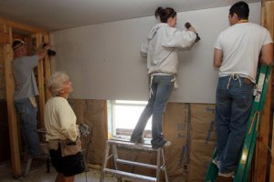 Student volunteers build homes with Habitat for Humanity